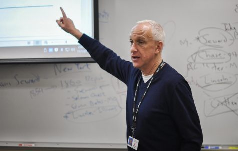 Richard Sklar delivers a lesson to his IB History of the Americas class.